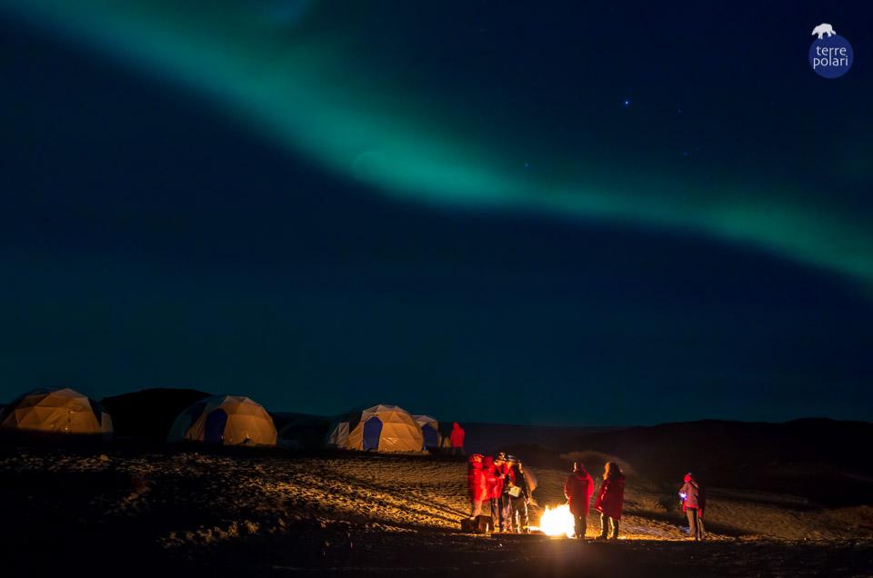 """Eleonora Ferrari Viaggio """"Groenlandia - Aurore Boreali e Mondo Inuit"""" 19-26 Settembre 2015 La notte artica all'accampamento di Qaleraliq…il grande silenzio interrotto dal movimento del ghiacciaio poco distante e dallo scoppiettare della legna di un falò improvvisato, con gli occhi emozionati allo spettacolo di un'Aurora fuggente… categoria: La foto """"stile libero"""""""