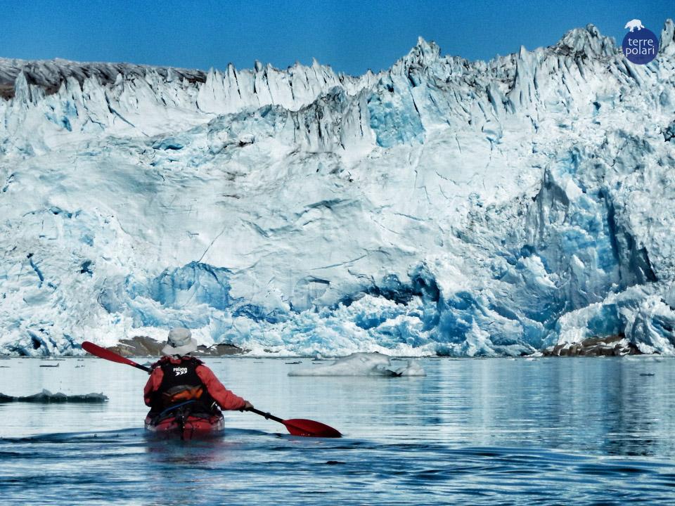 Foto Calotta Polare Autore : Lorenza Olivieri Viaggio Kayak e trekking Groenlandia 8 gg 2015 Categoria 'spirito di esplorazione' Foto scattata durante l'avvicinamento in kayak al fronte ghiacciato della calotta polare artica