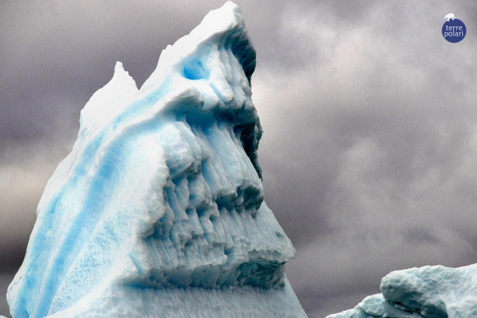 """Foto Groenlandia 1 Gianluca Neri Il meglio della Groenlandia in 15 gg (16/07 - 30/07 2015) Descrizione: foto di iceberg scattata durante il tragitto in zodiac da Itilleq al ghiacciaio Qooqup Categoria delle foto: """"stile libero"""""""