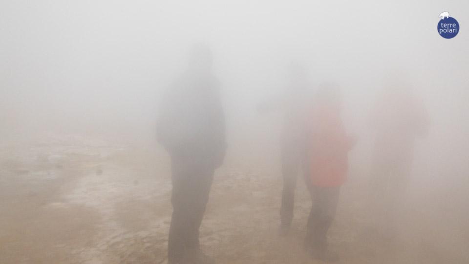 """Massimo Catania Islanda: il gran tour dell'isola di fuoco & ghiaccio (27 giugno – 11 luglio) """"Viaggiatori""""  presa sulle fumarole nella zona del vulcano Hverfjall  Categoria """"più divertente"""""""