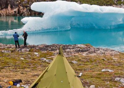 Groenlandia viaje kayak y trekking campamento iceberg