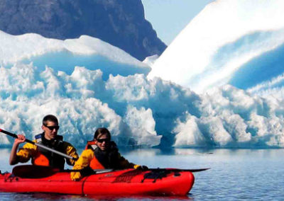 kayak-excursion-groenlandia icebergs